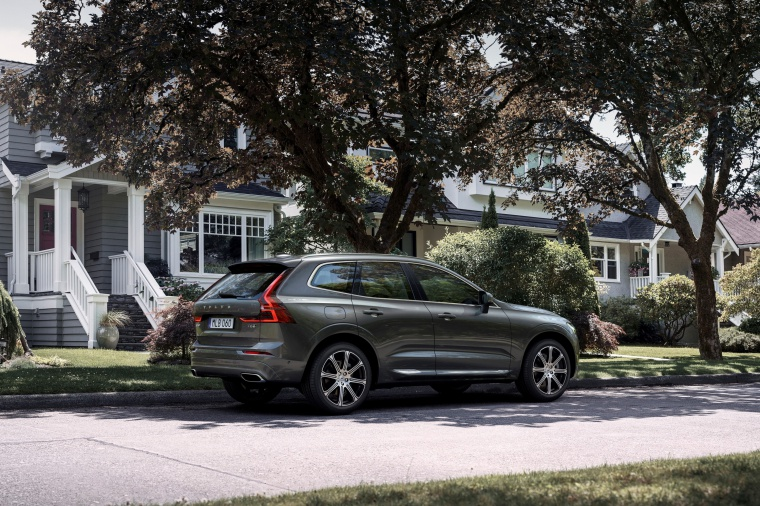 Picture of a 2019 Volvo XC60 T6 AWD in Pine Gray Metallic from a rear right perspective