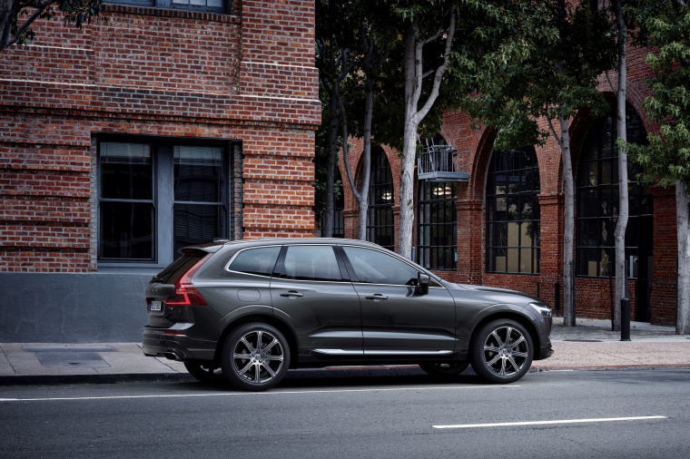 Picture of a 2019 Volvo XC60 T6 AWD in Pine Gray Metallic from a rear right three-quarter perspective
