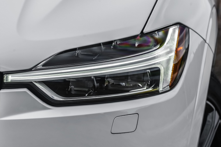 Picture of a 2019 Volvo XC60 T8 eAWD's Headlight