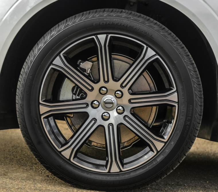 Picture of a 2019 Volvo XC60 T8 eAWD's Rim