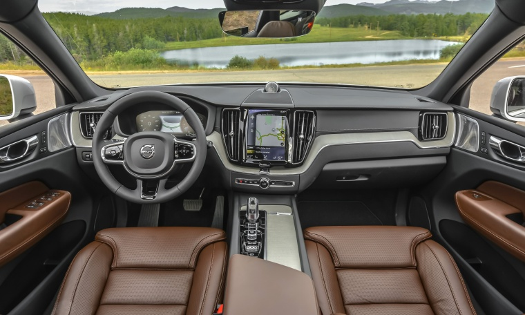Picture of a 2019 Volvo XC60 T8 eAWD's Cockpit