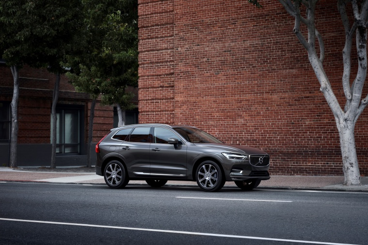 Picture of a 2019 Volvo XC60 T6 AWD in Pine Gray Metallic from a front right three-quarter perspective