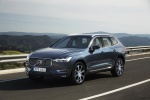 2019 Volvo XC60 T6 AWD in Denim Blue Metallic - Driving Front Left View